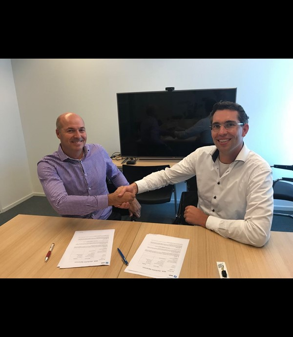 IXON and Routeco shake hands on new Cooperation.