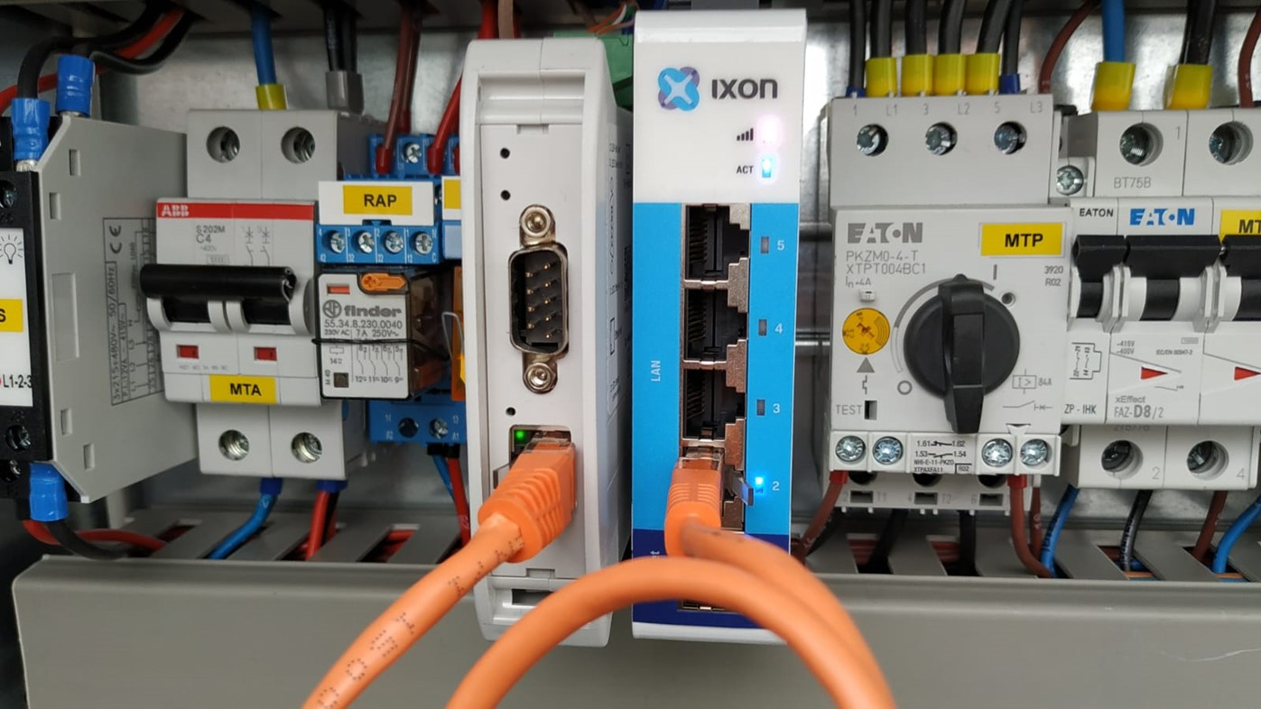 IXrouter in the electrical cabinet connected to the RS485 to ethernet converter